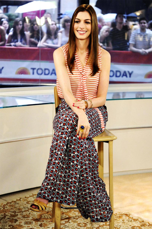 Anne Hathway in printed palazzo pants teemed with a loose shirt
