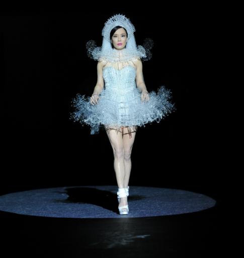Picture courtesy www.herworldplus.com show stopper for Aura Tout Vu - Emily Hwang
