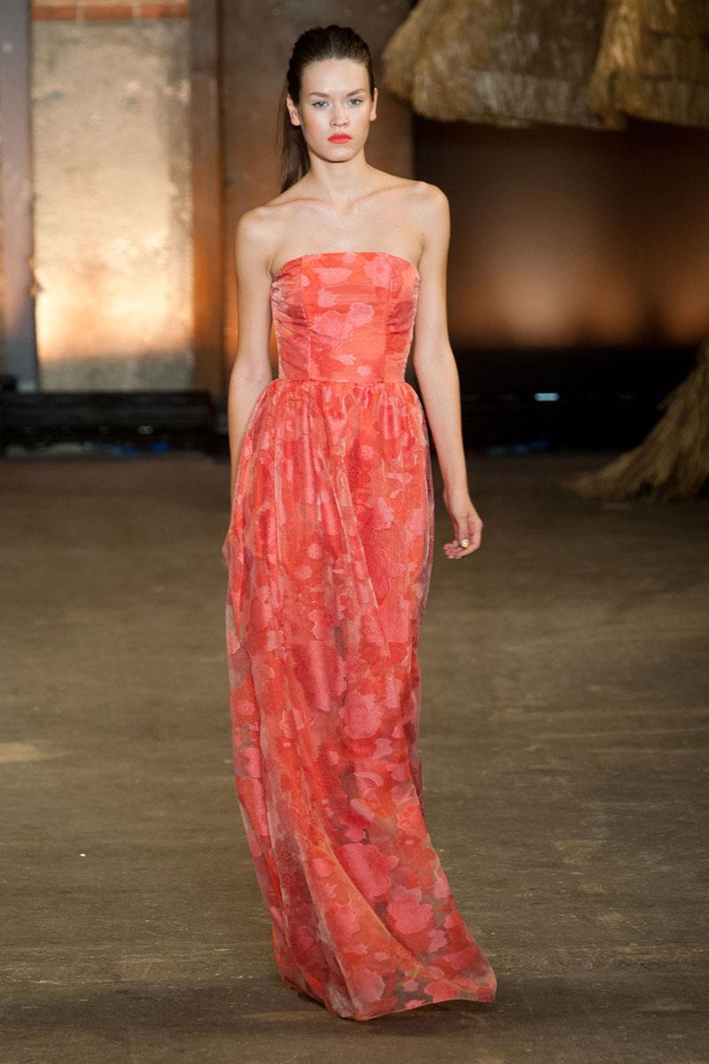 Dress by Christian Siriano  source : www.elle.com