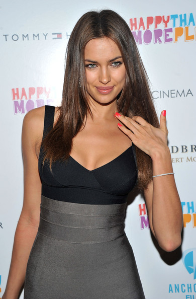 Irina_shayk_Herve_leger_bodycon_skirt_top
