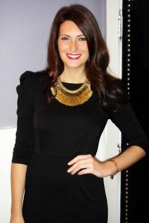 black-bb-dakota-dress-gold-stella-dot-necklace