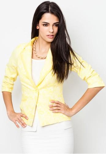 A white ensemble paired with light yellow blazer and statement necklace creates a very elegant look (Moyo Sera Crochet Jacket via Zalore)